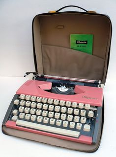 Every girl should own a pink typewriter, especially for Christmas!     This is a 1960s PINK Olympia De Luxe manual typewriter comes with a copy of instruction booklet and zippered case.