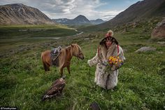 Eagle hunter in Mongolia - picking flowers for home