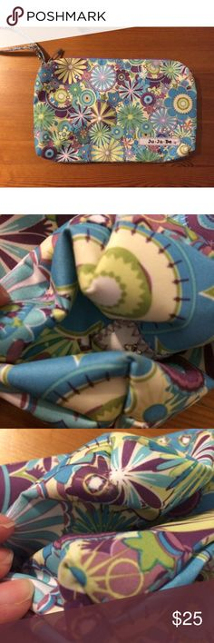 Ju-ju-be dizzy daisies be quick wristlet Be quick diaper pouch/wristlet. Dizzy daisies print which is discontinued and htf. GUC for corner wear/dirt/potential small hole. Light purple interior and fun floral print. Smoke free dog friendly home. Cross posted. ju-ju-be Bags Baby Bags