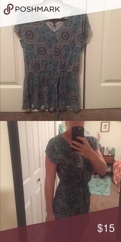 Paisley Daisy Fuentes Tunic (tie at waist) A great, comfortable top with a cute print. This top ties at the waist to accentuate your curves! Daisy Fuentes Tops Blouses