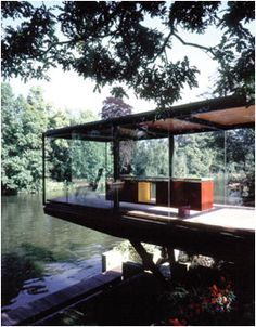 lake house or river house. Lovely, though no privacy :) Cantilever Architecture, Interior Architecture, Farnsworth House, River House, Modern House Design, Glass House Design, Future House, House Styles, Building