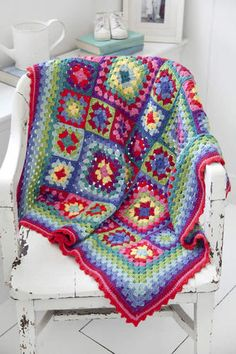 StitchNationYarn shares the pattern for this colourful afghan here.  The pattern is orginally designed by Lucy O'Regan.  Great for beginners.