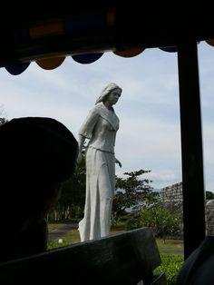 Corregidor- Filipino Heroes Memorial: Statue dedicated to the Filipino woman.