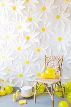 Unique Photo Backdrop Ideas for Your Next Party Make a paper daisy photo backdrop for your spring party with this DIY tutorial.Make a paper daisy photo backdrop for your spring party with this DIY tutorial. Diy Backdrop, Photo Booth Backdrop, Photo Backdrops, Paper Backdrop, Photography Backdrops, Photo Booths, Floral Backdrop, Wedding Photography, Photography Ideas