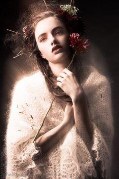 """""""Algo había cambiado en ella. Cerró los ojos y aspiró el aroma de los tulipanes..."""""""