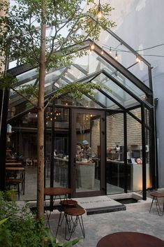 Image 23 of 29 from gallery of Brewman Coffee Concept / 85 Design. Photograph by To Huu Dung Industrial Coffee Shop, Industrial Home Design, Industrial Cafe, Cafe Shop Design, Small Cafe Design, Cafe Interior Design, Outdoor Cafe, Outdoor Restaurant, Modern Restaurant