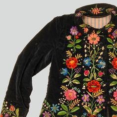 ++ POLISH EMBROIDERY ++ Womans blouse of navy blue velvet. Decorated with embroidery. Fastened with press studs. Hand and machine-sewn.  Western Krakowiak Folk, Giebułtów, P. Kraków, 1920s (?)