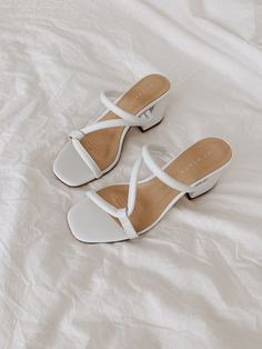 Looking for the Caramilk 🍫❤️ Pretty Shoes, Cute Shoes, Me Too Shoes, Shoes Pic, Strappy Sandals, Shoes Sandals, Fashion Lookbook, Shoe Game, Summer Shoes