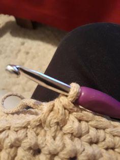 Návod na háčkovaný hvězdičkový puff Crochet Pillow, Crochet Squares, Crocheting, Stitch, Pillows, Diy, Accessories, Twine Crafts, Basket Weave Crochet