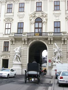 The Hofburg Palace in Vienna | www.packmeto.com