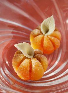 Como sabem, me caso em Outubro e estou em busca de todos os detalhes do grande dia. Com os doces...