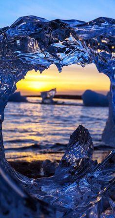 Impresionante puesta de sol helada con colores cálidos en Laguna del glaciar, Islandia |  16 razones por las que usted debe visitar Islandia en estos momentos.  sin increíble.  # 12