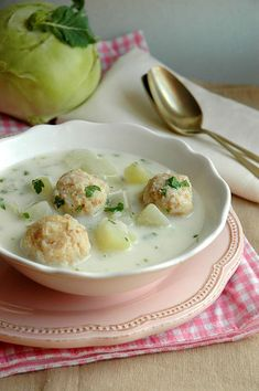 Karalábéleves, húsgolyókkal Hungarian Cuisine, Hungarian Recipes, Healthy Soup Recipes, Cooking Recipes, Clean Eating Breakfast, Weekday Meals, Slow Cooker Soup, Soup And Salad, Soups And Stews