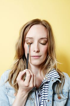 A 4th of July makeup DIY that's wonderfully simple and feminine