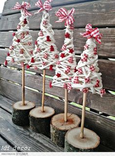 But with bits of driftwoood! Christmas Tree Crafts, Handmade Christmas Decorations, Diy Christmas Ornaments, Christmas Wreaths, Christmas Ideas, Natural Christmas, Christmas Makes, Noel Christmas, Trees