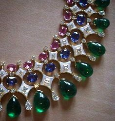 Bvlgari never disappoints us! Gorgeous combination of my favorite gems beautifully designed necklace Bulgari Jewelry, Gems Jewelry, High Jewelry, Jewelry Art, Antique Jewelry, Vintage Jewelry, Jewelry Necklaces, Jewelry Design, Fashion Jewelry