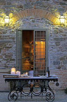 a bit of al fresco dining........love the setting!