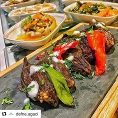 #Repost @defne.agaci with @repostapp ・・・ Defne Ağacı'nda kuru patlıcanlar ustalarımızın favori lezzetlerinden�� Kuru patlıcan dolmaları servise hazır!�� Haydi sofraya buyrun!����#defneagaci  #defneagacilokantasi  #izmir  #cityofizmir  #mavibahce  #mavisehir  #evyemekleri  #turkmutfagi  #ege  #akdeniz  #homecooked  #turkishcuisine  #aegean  #mediterranean  #instafood  #instagood  #foodies  #foodphotography  #gourmetfood  #comfortfood  #homecookedmeal #eggplant #kurupatlıcan…