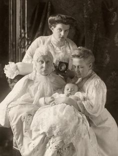 Grand Duchess Alexandra Iosifovna, with daughter, Queen Olga of the Hellenes, Great Granddaughter Maria Pavlovna, the younger and great great grandson, Prince Lennart of Sweden.