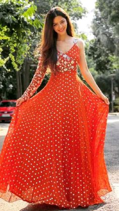Party Wear Indian Dresses, Indian Gowns Dresses, Indian Bridal Outfits, Dress Indian Style, Indian Fashion Dresses, Indian Designer Outfits, Designer Anarkali Dresses, Designer Party Wear Dresses, Stylish Dresses For Girls
