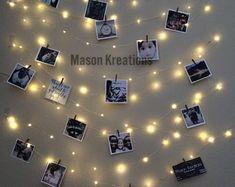 Hanging Light Photo Display, fairy lights battery, dorm decor, fairy light dorm,… - All About Decoration Fairy Lights Photos, Led Fairy Lights, Hanging Lights, String Lights, Wall Lights, Picture Lights, Lights Bedroom, Bedroom Lighting, Bedroom Decor