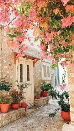 Beautiful World, Beautiful Gardens, Beautiful Flowers, Beautiful Places, Beautiful Pictures, House Beautiful, Flower Aesthetic, Spring Aesthetic, Outdoor Rooms