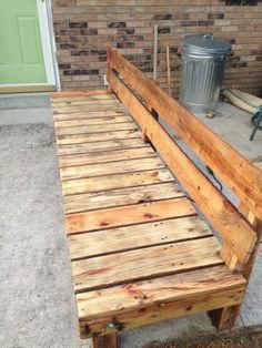 Pallet bench with back