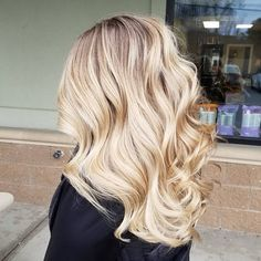 I used Blacklight creme lightener with a partial head of babylights with her previous Balayage hilite. Blonde Hair With Highlights, Blonde Balayage, Bayalage, Julianne Hough, Blond Haircut, Dyed Hair Pastel, Hair Dye Colors, Hair Color For Black Hair, Brunette Hair