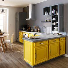Le jaune tu osesPeinture de rénovation Meubles cuisine, teintes Jaune Pop et Gris Carbonate, V33, 59,95 € les 2 L.