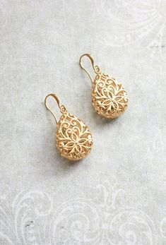 Gold Teardrop Filigree Earrings Boho Wedding Jewelry Bridesmaid Gift Gold Lace Modern Pear Filigree Floral Drop Eearrings Nickel Free - These are beautiful matte gold filigree teardrop earrings. The gold over brass filigree pear drop i - Modern Jewelry, Boho Jewelry, Wedding Jewelry, Jewelry Design, Fashion Jewelry, Boho Wedding, Jewellery Box, Wedding Earrings, Wedding Gold