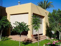 Toldos Verticales - 950305055 - www.toldosubeda.com Arch, Outdoor Structures, Garden, Covered Pool, Sun Protection, Balconies, Longbow, Garten, Lawn And Garden