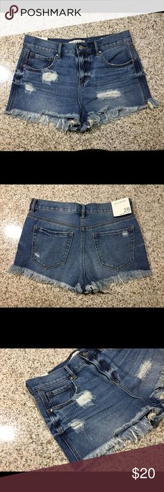Women's Bullhead Denim Co High Rise Shorts NEW New, came directly from pacsun. Orders will be shipped out the following day excluding Saturday and Sunday's. If you have any questions send them my way. Always open to fair offers. But I'm not able to accommodate trades because this is inventory from my eBay store. Thanks for Looking! Bullhead Shorts Jean Shorts