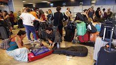 Tras una larga espera, primeros mexicanos varados en Madrid regresan al país