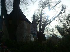 Kostol Panny Márie s obrannou baštou v popredí, Mariánsky vŕšok, Prievidza.