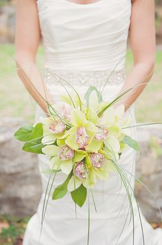 Contemporary & Cosmopolitan Flowers, Wedding Flowers Photos by Maria Mack Photography - Image 7 of 18 - WeddingWire