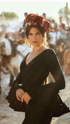 Spanish style – Mediterranean Home Decor Look Fashion, Runway Fashion, Fashion Outfits, Fashion Design, Spanish Style Decor, Spanish Woman, Spanish Dancer, Style Ethnique, Spanish Fashion