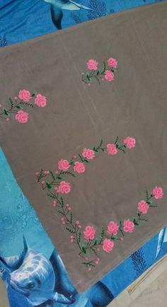 Fabric Paint Shirt, Fabric Painting On Clothes, Painted Clothes, Block Painting, Silk Painting, Embroidery Suits, Embroidery Designs, Flower Boarders, Dark Elbows
