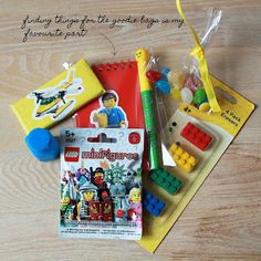 Goody bags: minifig + primary colors (and green)