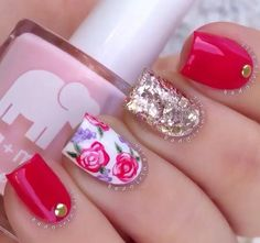 Roses are red, accent nails are gold. Pretty Nails, Fun Nails, Glam Nails, Red And Gold Nails, Red Gold, Floral Nail Art, Best Nail Art Designs, Manicure E Pedicure, Nagel Gel