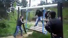 Parkta sıradan bir gün :D Allah'ım bu nasıl bir cesarettir hahah  www.videosokagi.com