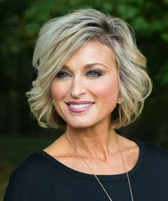 Magnificent Chin Length Layered Hairstyles for Women Over 40 to Catch New Style Standards - Short Hair Styles Layered Bob Hairstyles, Hairstyles Over 50, Short Haircuts, Trendy Hairstyles, Celebrity Hairstyles, Spring Hairstyles, School Hairstyles, Wedding Hairstyles, Braid Hairstyles