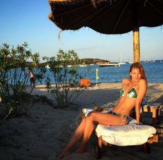 Constance Jablonski en maillot de bain Sardaigne http://www.vogue.fr/mode/mannequins/diaporama/maillots-de-bains-mannequins-tops-inspiration-ete-tendance-2016/31226#constance-jablonski-en-maillot-de-bain-sardaigne