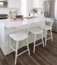 Vintage Kitchen Sink, Black Kitchen Faucets, Farmhouse Kitchen Decor, Farmhouse Style, Farmhouse Design, Best Kitchen Cabinet Paint, Espresso Kitchen Cabinets, Modern Counter Stools, Stools For Kitchen Island