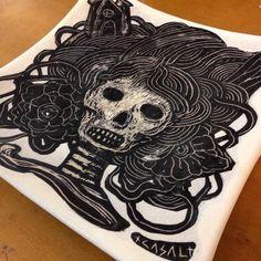 """290 curtidas, 5 comentários - Samuel Casal (@samuelcasal) no Instagram: """"Esmalte cerâmico sobre utilitário #arte #ceramica #ceramics #ceramic #caveira #calavera #skull"""""""