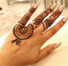 Explore latest Mehndi Designs images in 2019 on Happy Shappy. Mehendi design is also known as the heena design or henna patterns worldwide. We are here with the best mehndi designs images from worldwide. Mehndi Tattoo, Henna Mehndi, Mehendi, Henna Tatoos, Arte Mehndi, Hand Tattoos, Paisley Tattoos, Henna Mandala, Mandala Tattoo