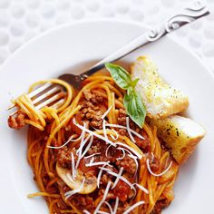 Easy and just 394 calories: One-Pot Spaghetti + more healthy ground beef recipes: http://www.bhg.com/recipes/healthy/dinner/easy-and-healthy-ground-beef-recipes/ #myplate