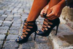 G.ECE.D: Bağcıklı topuklu sandalet modelleri