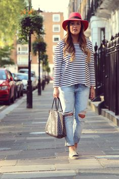 Fashion Fade Magazine | 7 Distressed Denim Looks For All Shapes & Sizes | Street Style Outfits Ripped Boyfriend Jeans | Curvy Bloggers
