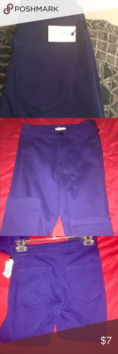 F21 indigo blue jeans Sz 24 Skinny leg jeans in a medium indigo color. Shown with flash and without. Button front with back pockets. Pants have stretch. Sz 24 NWT Forever 21 Jeans Skinny