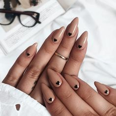 Nail art Christmas - the festive spirit on the nails. Over 70 creative ideas and tutorials - My Nails Minimalist Nails, Nagel Piercing, Ongles Forts, Nagel Tattoo, Light Pink Nails, Pink Oval Nails, Diy Nail Designs, Heart Nail Designs, Nail Designs With Hearts